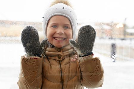 Kind in winterkleding Stockfoto