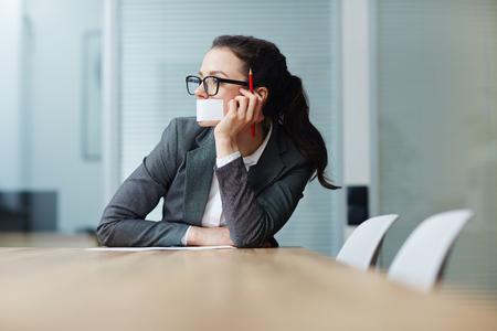 회의실에있는 소녀