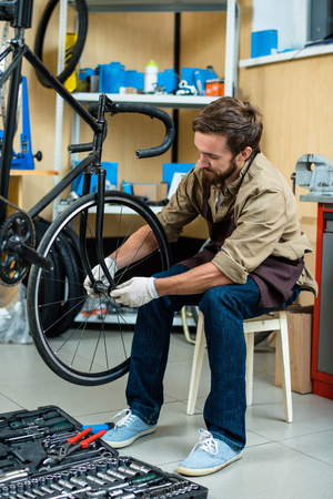Repairing wheel of bicycle