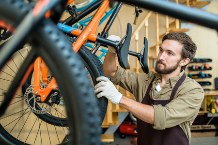 自転車店の労働者