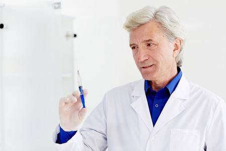 의사와 주사기