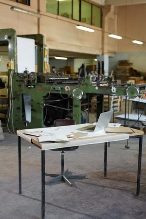 Werkplek in fabriek Stockfoto