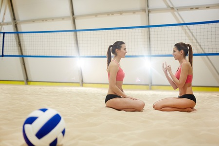 Young volleyball players Imagens