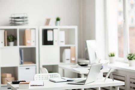 Office supplies on desk Imagens