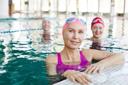 Friends in swimming-pool Stockfoto