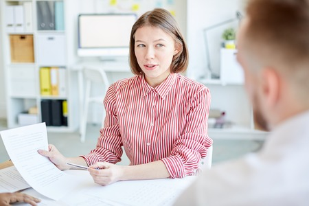 Businesswoman proposing to sign a contract during a meeting Stock Photo - 102311990