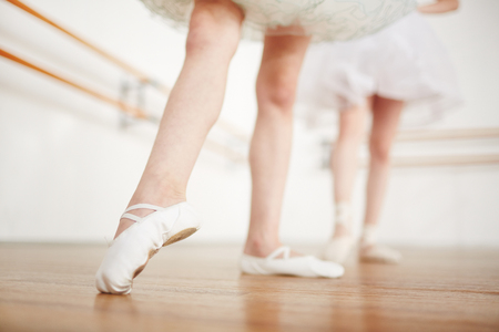 Little foot in pointe pulling toes 스톡 콘텐츠