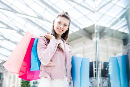 Shopper in casualwear