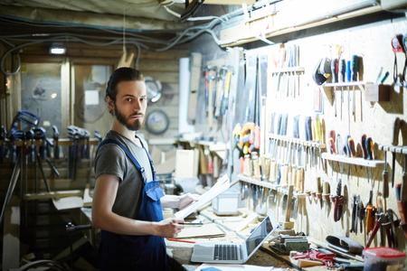 Guy at work Stockfoto