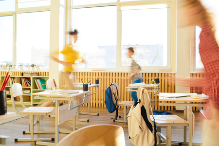 School children running in classroom Zdjęcie Seryjne