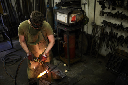 Moving torch while cutting metal Banque d'images - 106391465
