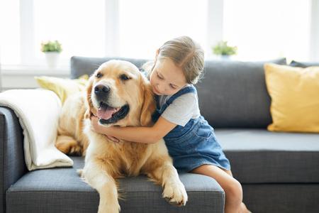 Hund umarmen