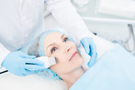 Facial procedure 스톡 콘텐츠 - 108128992