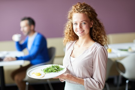 Waitress with order Banque d'images - 109856771