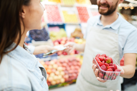 Grocery retailer selling fresh strawberry Stok Fotoğraf - 112974846