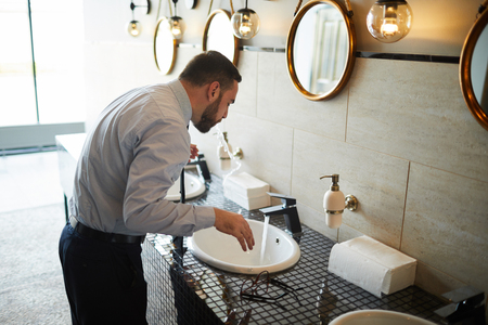 Businessman in lavatory Standard-Bild - 115177192