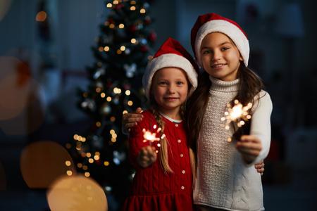 Girls with bengal lights Standard-Bild - 113963110