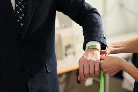 Measuring wrist