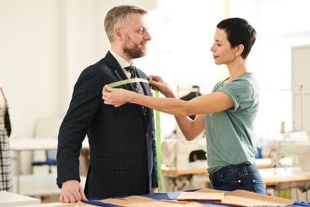 Maßschneider Brustweite Standard-Bild