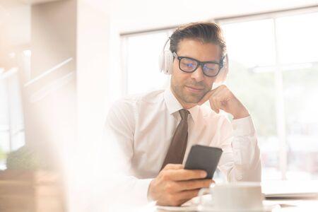 Video in smartphone Imagens