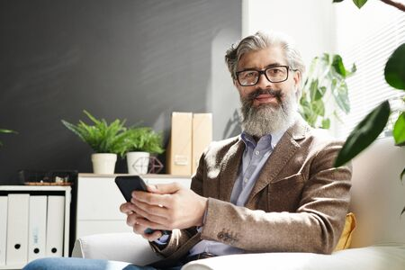 Mature grey-haired successful professional in eyeglasses and formalwear Standard-Bild