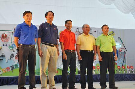 parlamentario: Fotos del grupo de ministros, Secretario Parlamentario Superior y presidente de la comisi�n en el lanzamiento de la Juventud 2010 de Singapur logotipo de los Juegos Ol�mpicos 10 de enero 2009 en Singapur