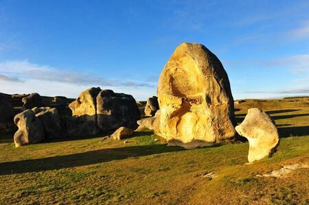 oamaru: Elephant rocks limestone formation in New Zealand Stock Photo