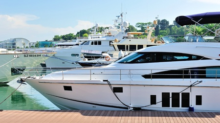 Several docked luxury yachts on display at Singapore Yacht Show April 28, 2012 in Singapore Éditoriale