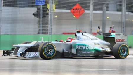 michael schumacher: Michael Schumacher racing in his Mercedes car during 2012 Formula 1 Singtel Singapore Grand Prix on September 22, 2012 in Singapore