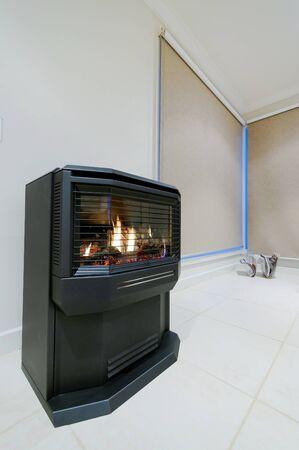 chemin�e gaz: Foyer au gaz Banque d'images