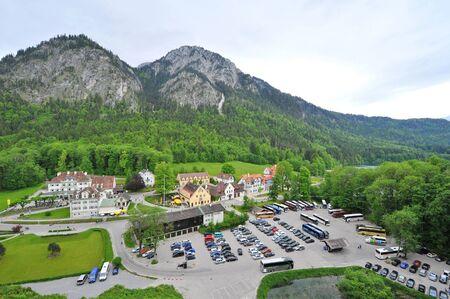 schwangau: Schwangau village in the valley near famous Neuschwanstein Castle