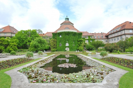 Water lily pond in front of Botanical Institute building in Munich Botanical Garden, Germany Редакционное