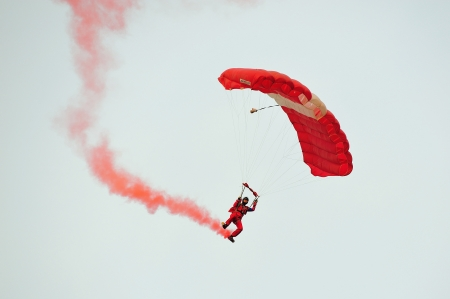 SINGAPORE - JULY 20  The Red Lions sky diving during National Day Parade  NDP  Rehearsal 2013 on July 20, 2013 in Singapore Éditoriale