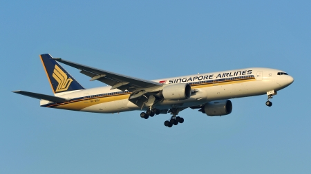 SINGAPORE - MAY 14: Singapore Airlines Boeing 777 landing at Changi Airport on May 14, 2013 in Singapore