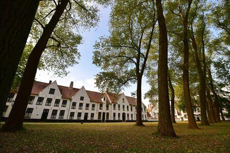 bruges: BRUGES - SEPTEMBER 14: Begijnhof of Bruges, a semi-monastic community of religious women on September 14, 2014 in Bruges, Belgium Editorial