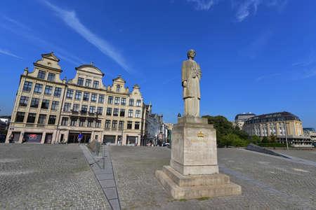 made in belgium: BRUSSELS - SEPTEMBER 15:  Queen Elisabeth of Belgium statue made by Rene Cliquet in 1980, taken on September 15, 2014 in Brussels, Belgium