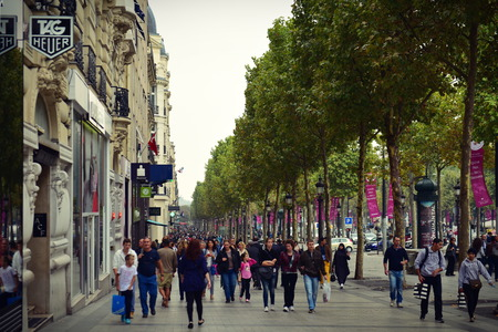 champ: PARIS - SEPTEMBER 24: Busy shoppers along the stores of Champ Elysees, taken on September 24, 2014 in Paris, France