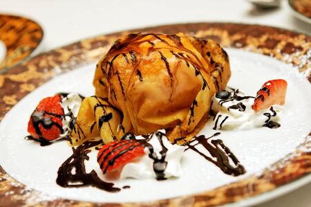 crepes: Fresa italiano crepes de helado Foto de archivo