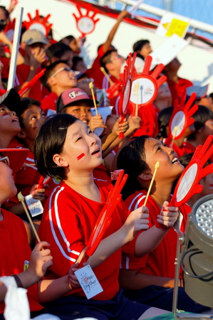 grand kid: SINGAPORE - JULY 25: Crowd watch performance during Singapore National Day Parade 2009 combined rehearsal July 25, 2009 in Singapore