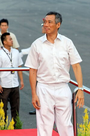 SINGAPORE - AUGUST 09: Prime Minister Lee Hsien Loong looking at the audience during Singapore National Day Parade 2009 August 09, 2009 in Singapore 新闻类图片