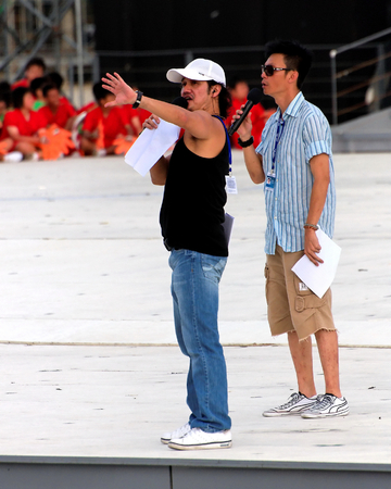 the celebrities: SINGAPORE - JULY 04: Celebrities Mark Lee and Gurmit Singh hosting the National Day Parade 2009 combined rehearsal at Marina Floating Platform July 04, 2009 in Singapore.