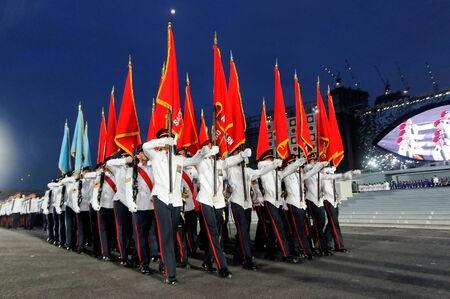 SINGAPOUR - 4 juillet: militaire Parti couleur défile lors de la Journée nationale de Singapour Parade 2009 de répétition combiné à Marina Plateforme flottante Juillet 04 2009 à Singapour.