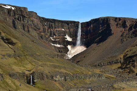 obrero: Hengifoss, la tercera catarata más alta en Islandia Foto de archivo