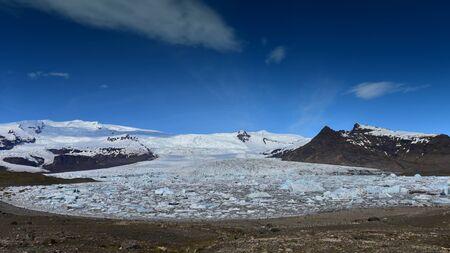 fjallsarlon: Fjallsarlon glacier lagoon at the end of Vatnajokull glacier in southern Iceland
