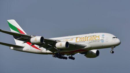 オークランド, ニュージーランド - 7 月 10 日: エミレーツ航空 A380 スーパー ジャンボ着陸オークランド国際空港で 2017 年 7 月 10 日にオークランドで 報道画像