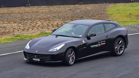 HAMPTON DOWNS, NEW ZEALAND - APRIL 18: Ferrari GTC4Lusso driving around circuit at Ferrari Challenge Asia Pacific Series race on April 15, 2018 in Hampton Downs Imagens - 104057102