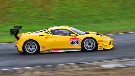 HAMPTON DOWNS, NEW ZEALAND - APRIL 18: Grant Baker driving at Ferrari Challenge Asia Pacific Series race on April 15, 2018 in Hampton Downs Imagens - 104057110