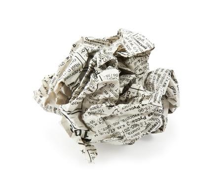 oude krant: verfrommelde krant op een witte achtergrond Stockfoto