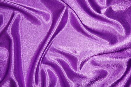 purple silk: Tela de seda p�rpura con pliegues, como fondo