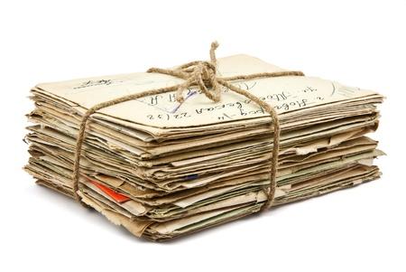 apilar: Pila de viejas cartas sobre fondo blanco Foto de archivo